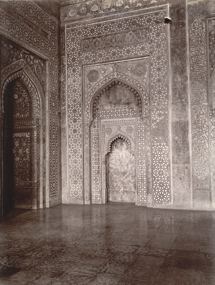 Mihrab on the south side of the chamber beneath the great dome of the Jami Masjid, Fatehpur Sikri 1003584